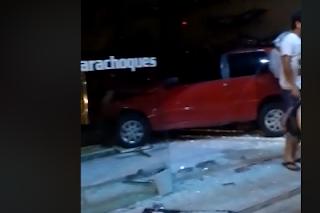 Veículo desgovernado invade loja no interior da Paraíba