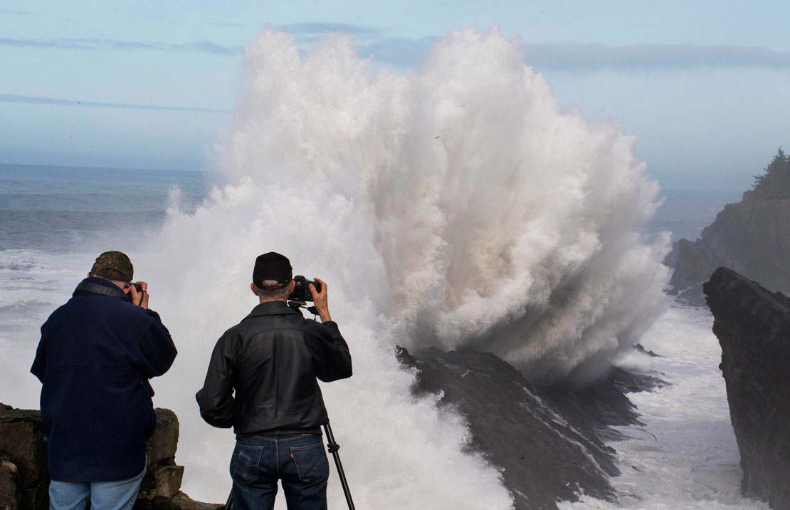 Robin Loznak Photography: Big waves in Oregon
