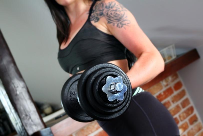 hula hop, fit, hop-sport, kettlebell, gryf łamany, hantle, pas neoprenowy, ćwiczenia w domu, sport, jak schudnąć, dieta i treningi,