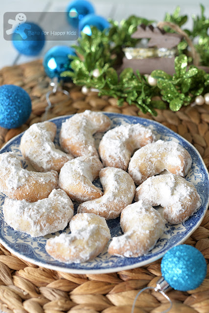 vanillekipferl vanilla Kipferl Austrian vanilla crescent cookies