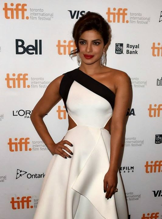 Priyanka-Chopra-looking-hot-in-White-Gown