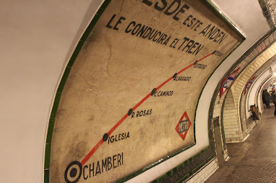 Cartel antiguo con las líneas de metro