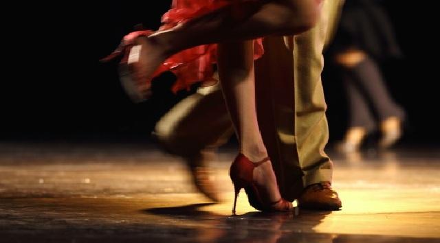 Bagaimana Kalau Pasangmu Dansa Dengan Orang Lain ?