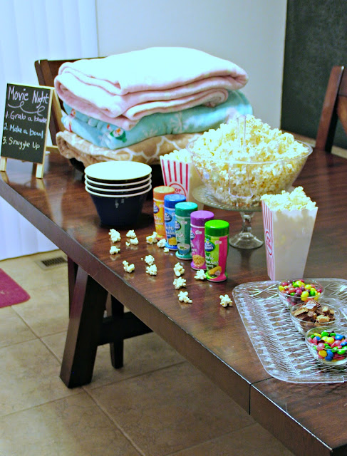 #SnuggleUpMoments, #AD, How to create a popcorn bar, How to create a family movie night, Fun family movie night ideas, popcorn bar ideas