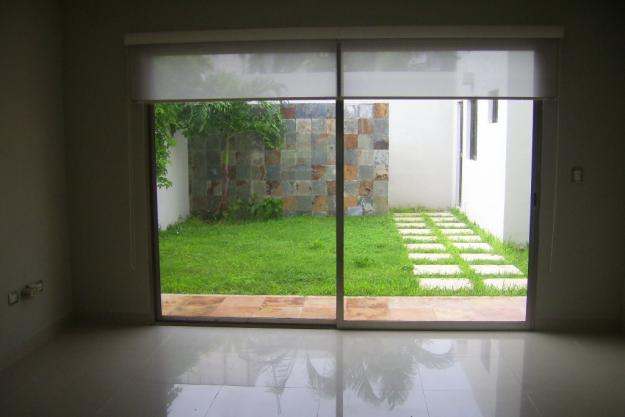 Decoraci n minimalista y contempor nea ideas y estilos - Paredes de patios decoradas ...