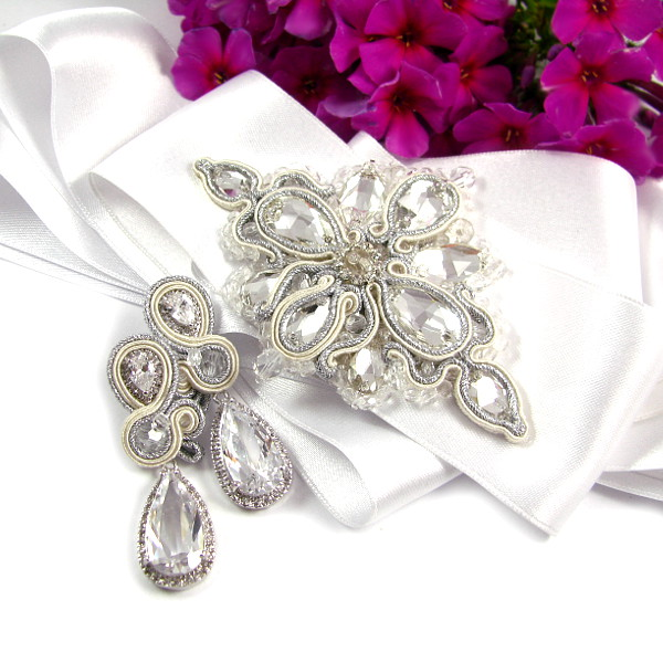 Kryształowa aplikacja sutasz ivory na suknię ślubną.