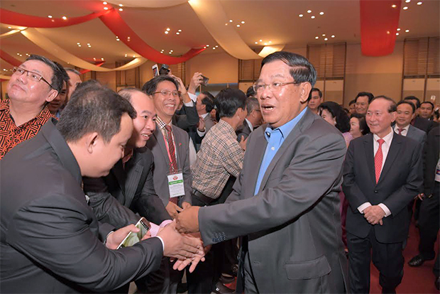 Le Premier ministre Hun Sen  au dîner de solidarité avec l'Association des Sino-Cambodgiens. Photographie AKP