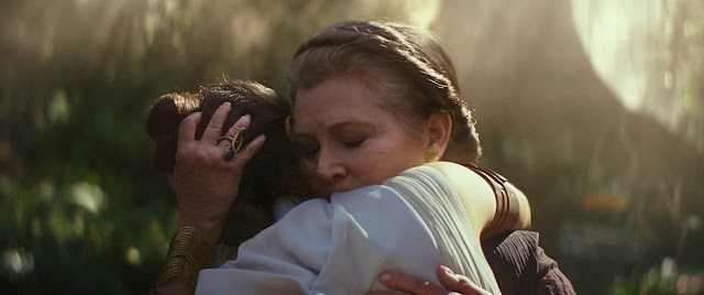 rey and leia hug in rise of skywalker