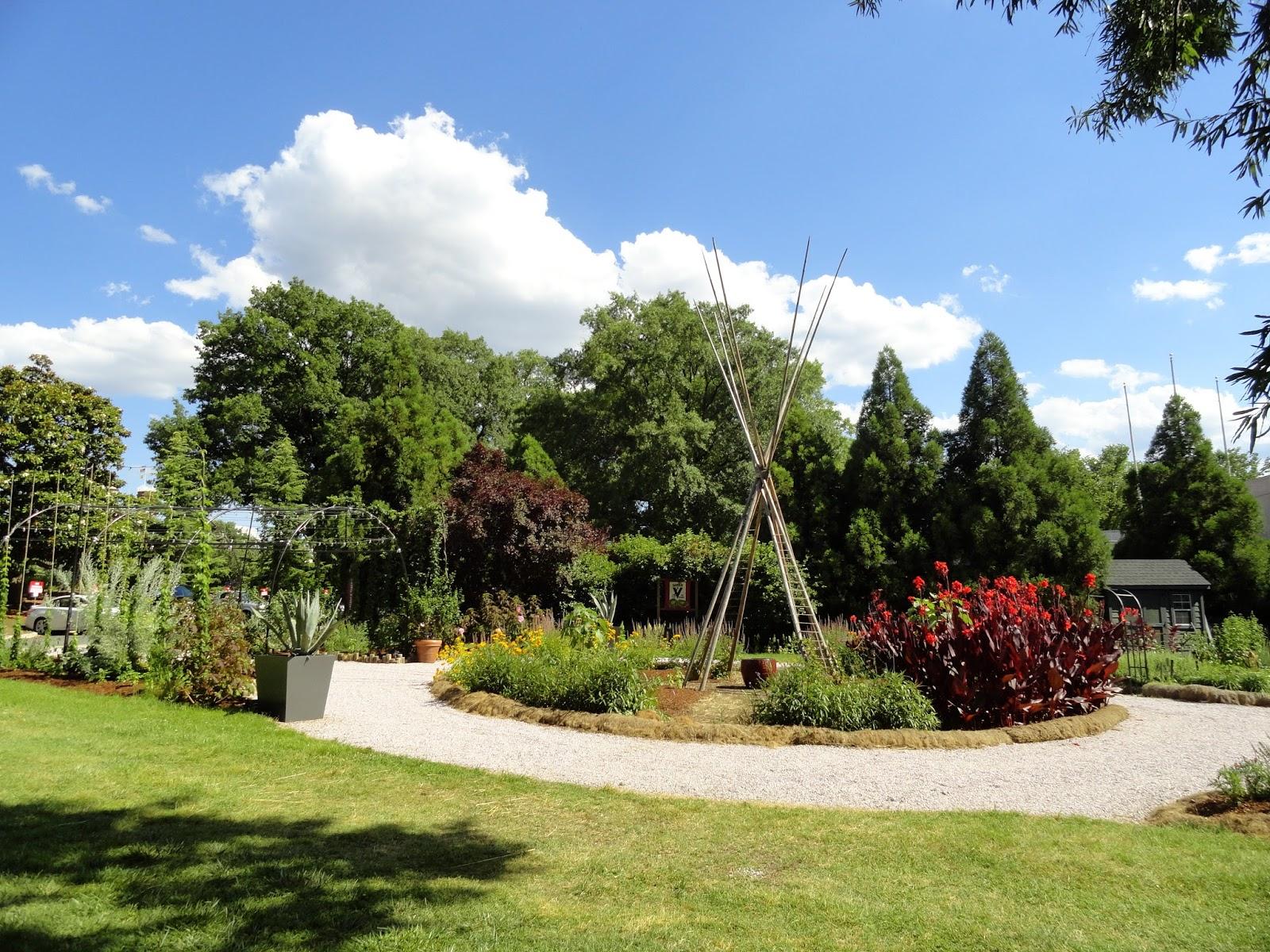 danger garden: The Smithsonian Gardens: Heirloom Garden ...