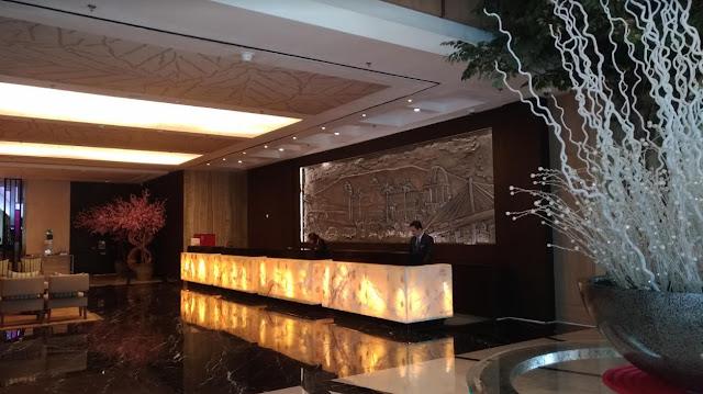 Semalam di Hotel Bisnis Bintang Lima Crowne Plaza Bandung