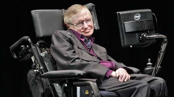 Científico Stephen Hawking critica ley migratoria de Donald Trump