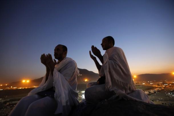 Mengapa Doa Harus Mengangkat Tangan?