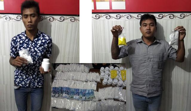 Dua bandar pil koplo dan barang bukti yang diamankan Polres Lumajang