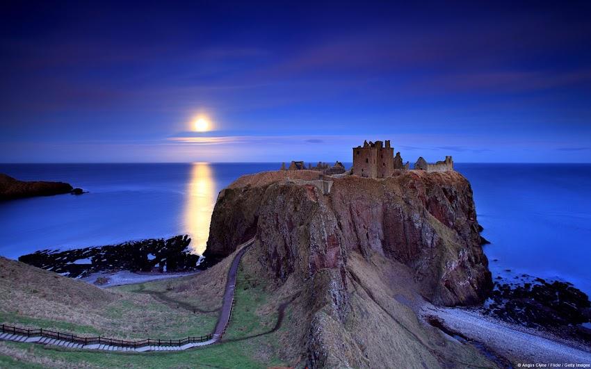 Full Moon Rising, Dunnottar Castle (Scotland, U.K.)