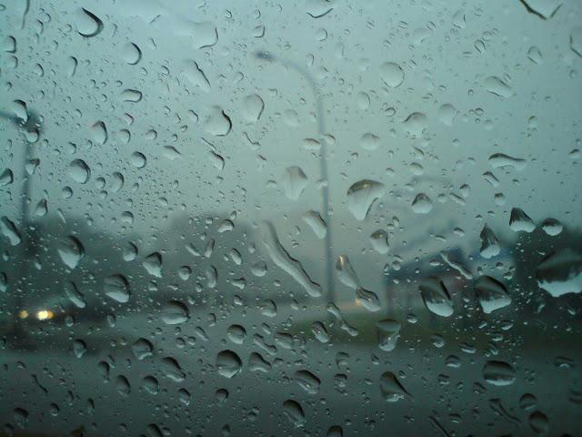 8 Tips Memandu Ketika Hujan Lebat