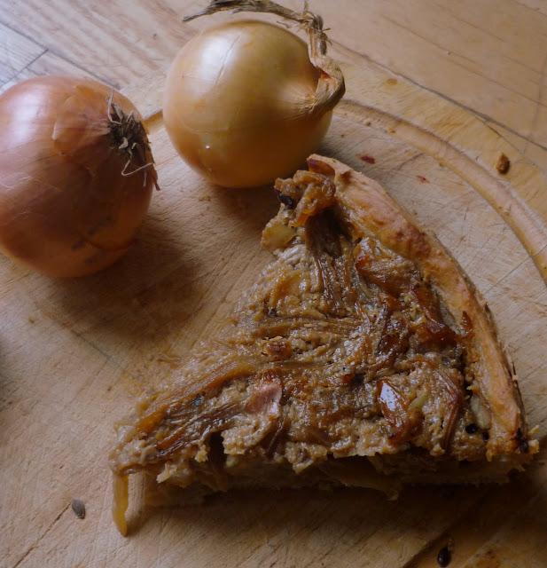 https://cuillereetsaladier.blogspot.com/2015/11/tarte-aux-oignons-facon-zwiebelkuchen.html