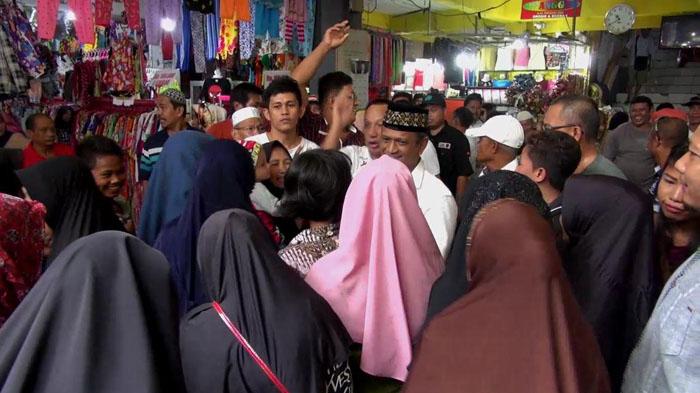 Blusukan di Pasar, Ratusan Pedagang Hadang Baso Rahmanuddin