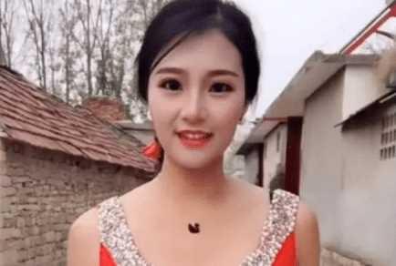 Awalnya Wanita Ini Begitu Cantik, Setelah Menghapus Makeup Begini Wajah Aslinya!