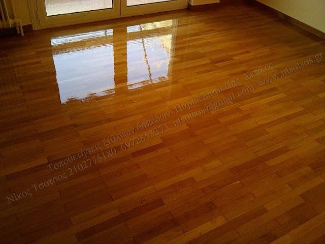 Τρίψιμο και γυάλισμα σε ξύλινο πάτωμα απο πατωματζή