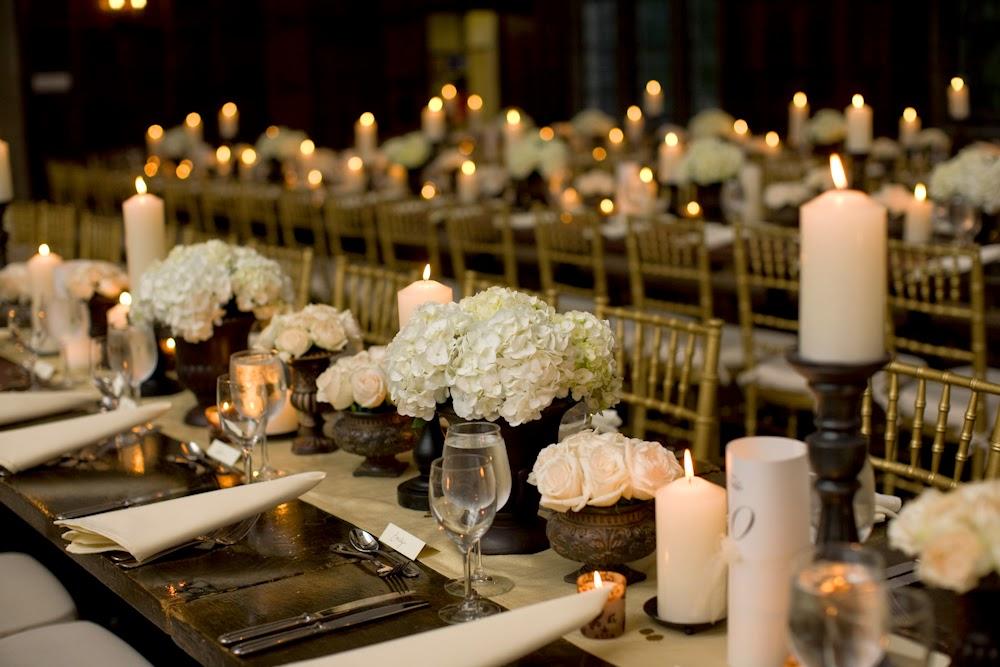 centerpieces-white-hydrangea-and-candles La partecipazione di V&N - Mod. Autunno CampestrePartecipazioni shabby chic - country - vintage Tema Farfalle