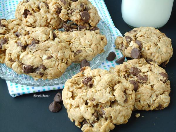 Oatmeal Chocolate Chip Cookies via www.blahnikbaker.com