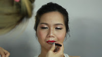 Inner Double Folded Eyelid Makeup - Apply this pink lipstick all over the lip.