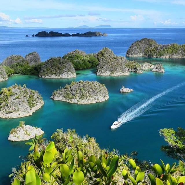 Wayag Island Tour