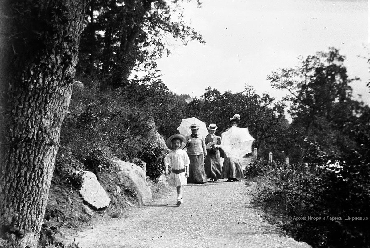 Старое фото Крыма. Прогулка