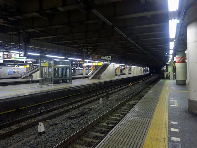 夜景,新宿駅,山手線ホーム〈著作権フリー無料画像〉Free Stock Photos