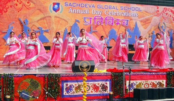 Dwarka parichay news info services sachdeva global for Annual day stage decoration images