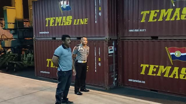 Kapolsek KPS Bitung Turut Serta Dalam Penjagaan Ketat Kontainer Logistik Pemilu