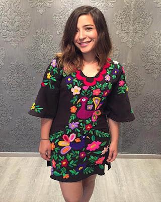 vestido con estampado floral de verano