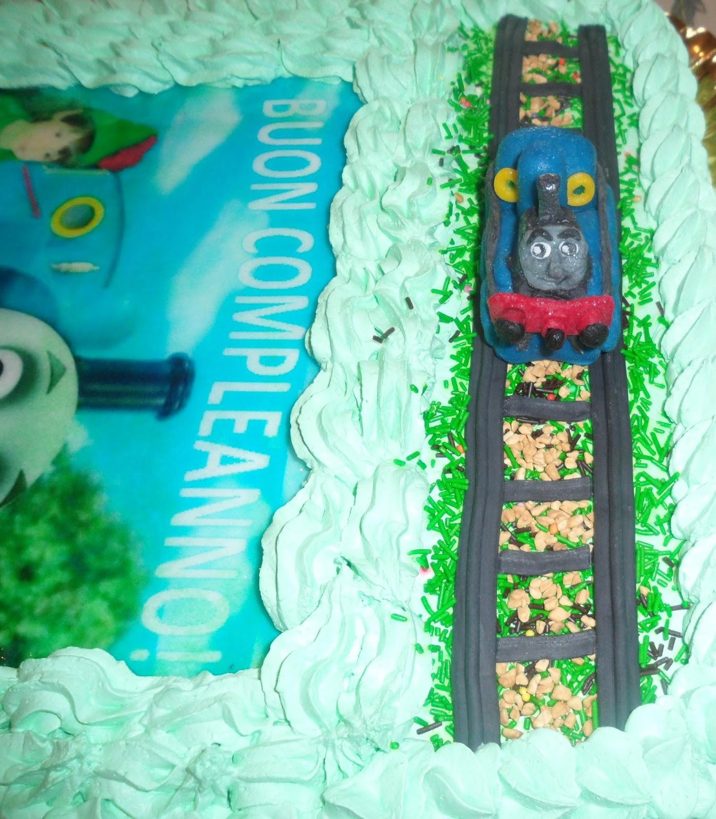 Torte a tema di kriss cagliari sardegna torta col trenino for Decorazioni torte trenino thomas