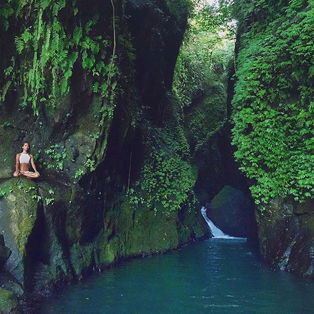Waterfall Yarn Nets is the most famous waterfall on the isle of Lombok Beaches in Bali; Benang Kelambu, Lombok Waterfall Amazing