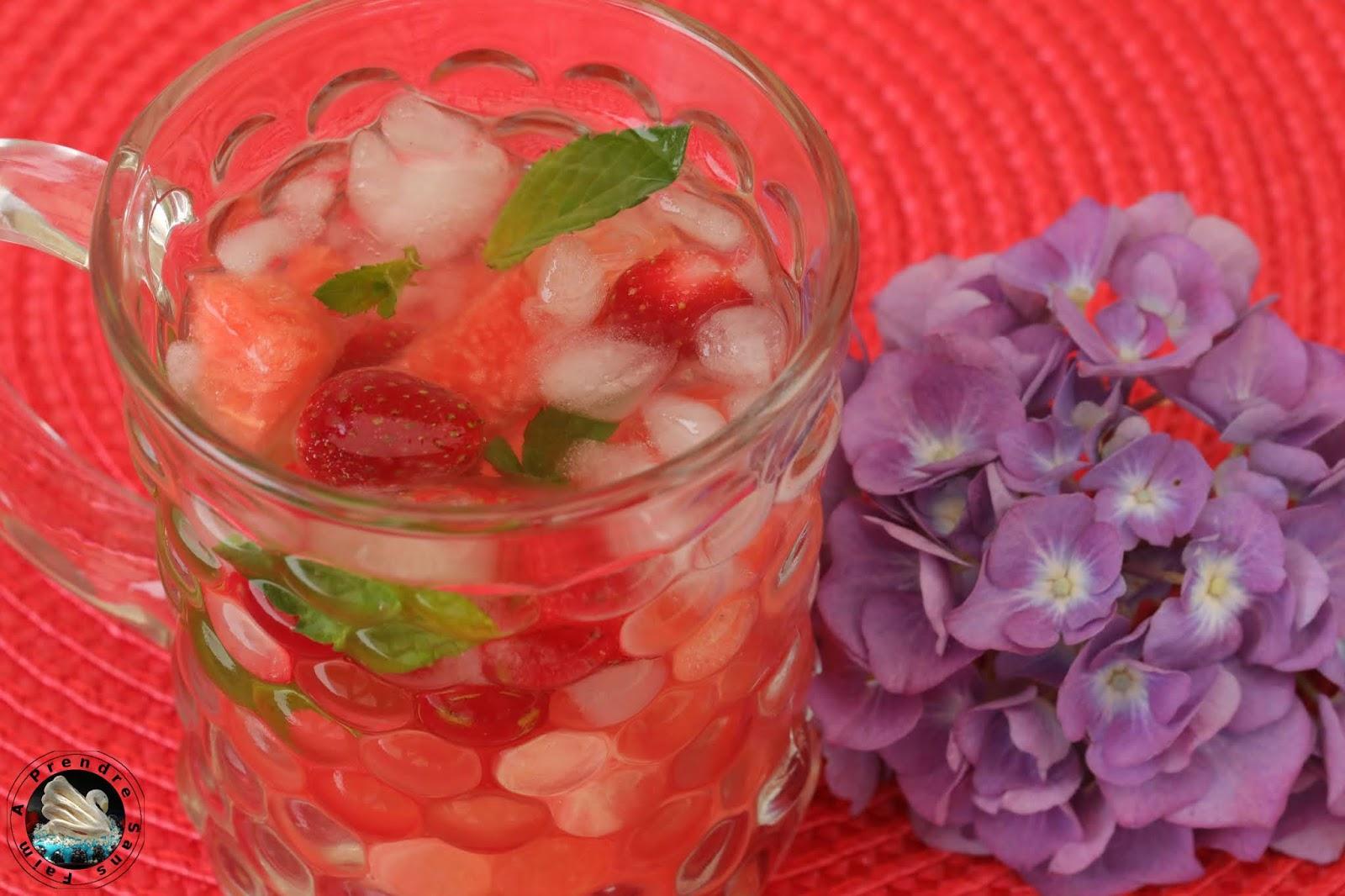 Eau détox pastèque fraises menthe