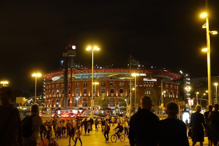 ラス・アレナス(Las Arenas)のライトアップ