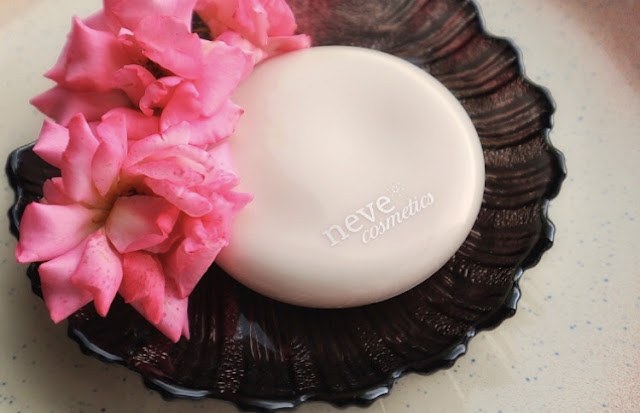 Neve Cosmetics Fluffy Matte