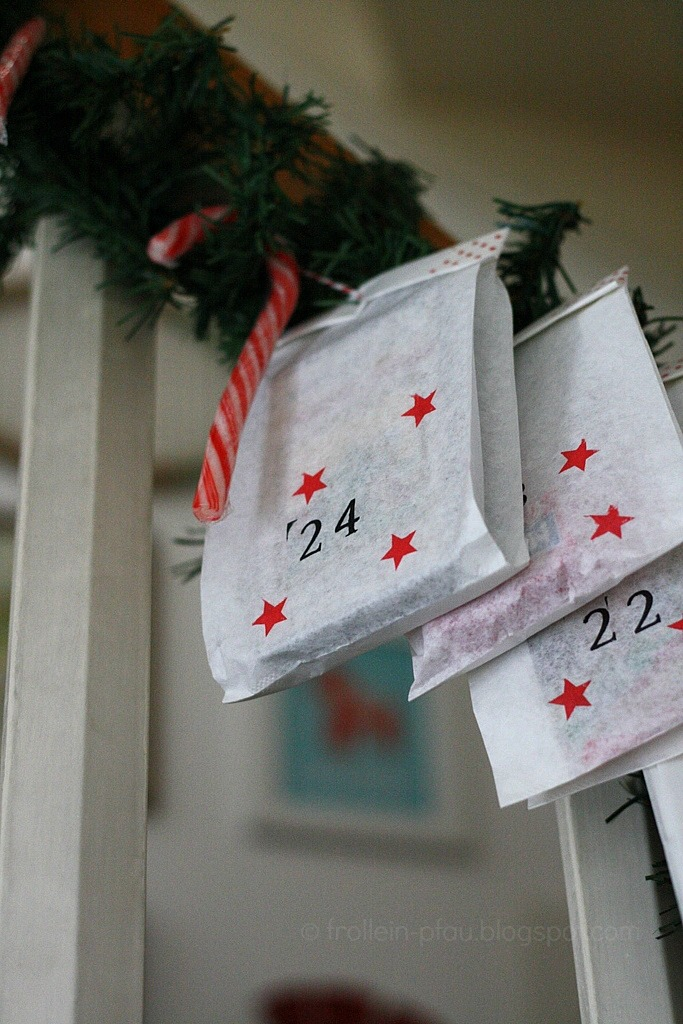 selbstgemachter Adventskalender aus Butterbrottüten, DIY, basteln mit Papiertüten Butterbrottüten, stempeln, Weihnachten, Weihnachtsdeko, Advent, Blogger, einfacher und schnell gemachter Adventskalender für Kinder