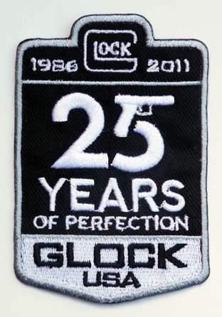 Για να γιορτάσει την 25η επέτειο παραγωγής των πιστολιών Glock στις  Ηνωμένες Πολιτείες f10fb151083