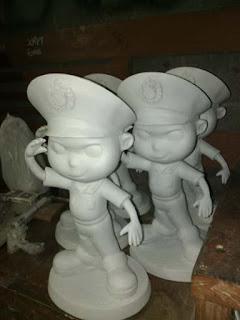 patung maskot polisi fiberglass
