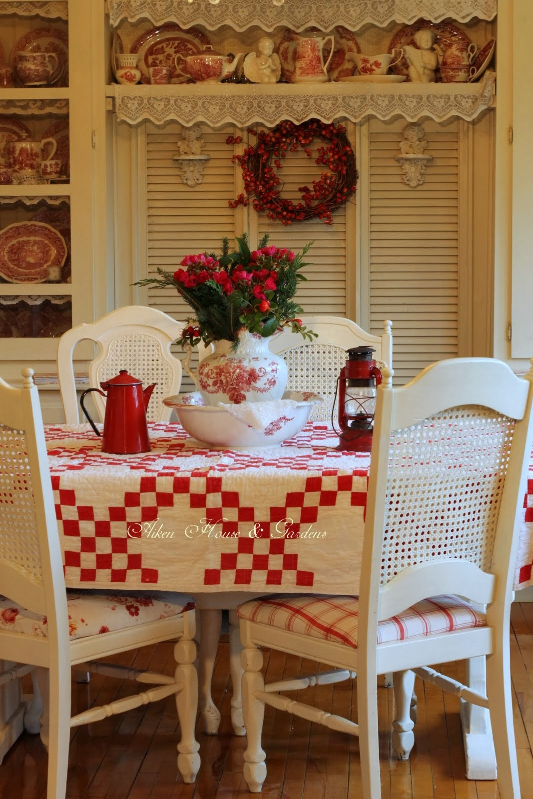 Red And White Dining Room Aiken House And Gardens More Red And White Kitchen Touches