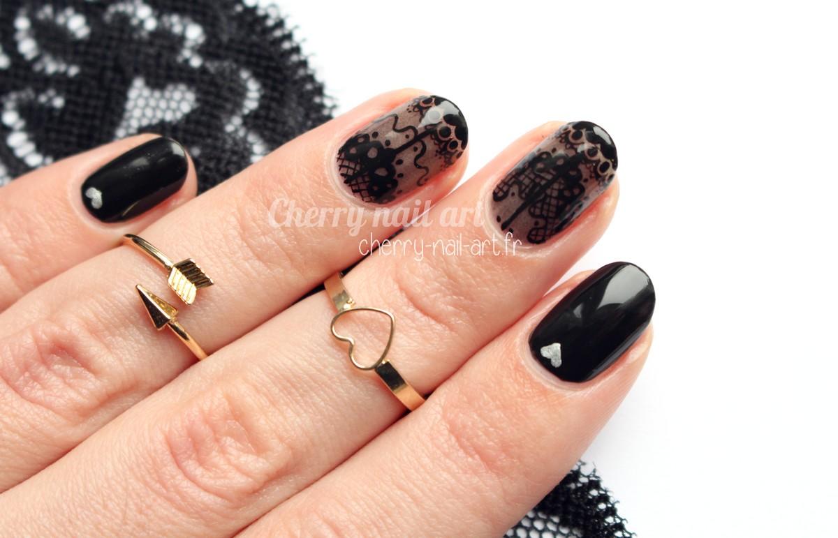 nail-art-dentelle-saint-valentin