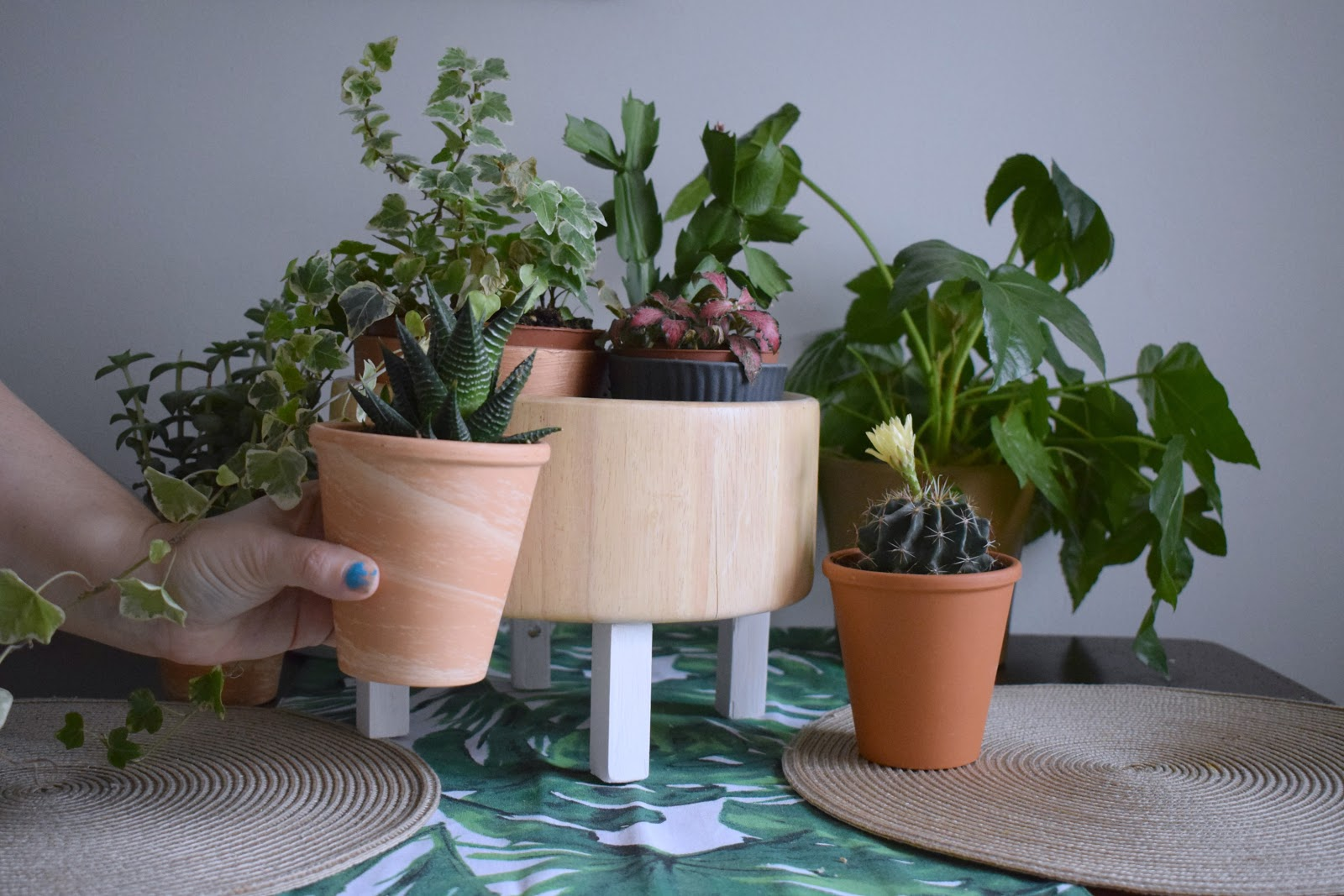 DIY How to make a simple plant pot stand