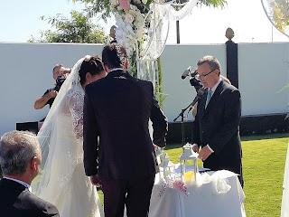 En una ceremonia de bodas en Huelva, en el complejo Rafael, con el ritual de la arena