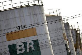 Petrobras reduz preço médio da gasolina nas refinarias a partir desta terça-feira