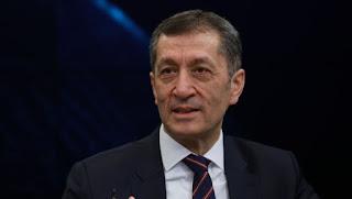 Milli Eğitim Bakanı Ziya Selçuk'tan Sıradışı Karşılık
