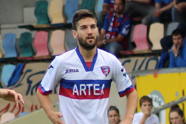José Picón en un partido en Lasesarre