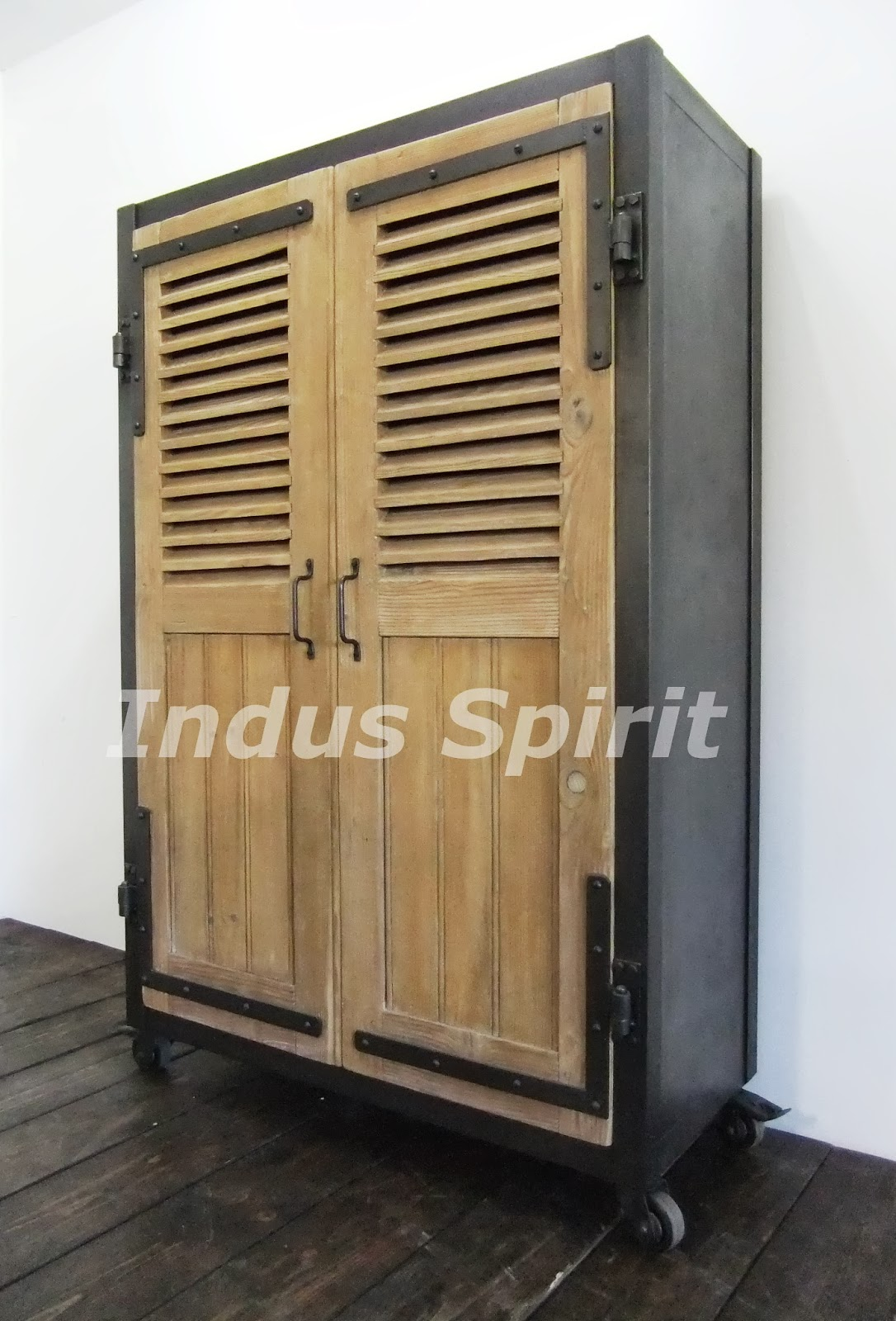 armoire industrielle. Black Bedroom Furniture Sets. Home Design Ideas