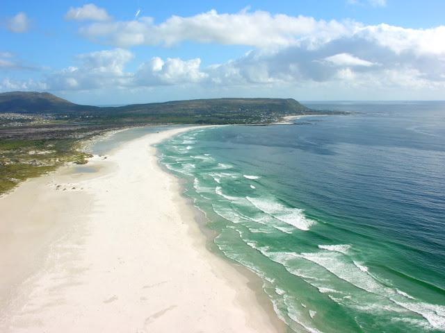 روعة المدن الساحلية Noordhoek-Beach-Cape