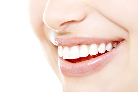 HOW TO WHITEN YOUR TEETH WITHOUT THE PROFESSIONAL PRICE TAG